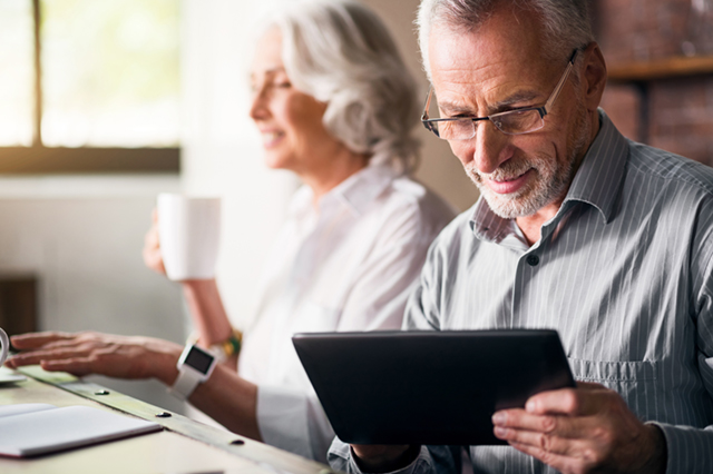 Retire Online or Hire a Retirement Adviser?