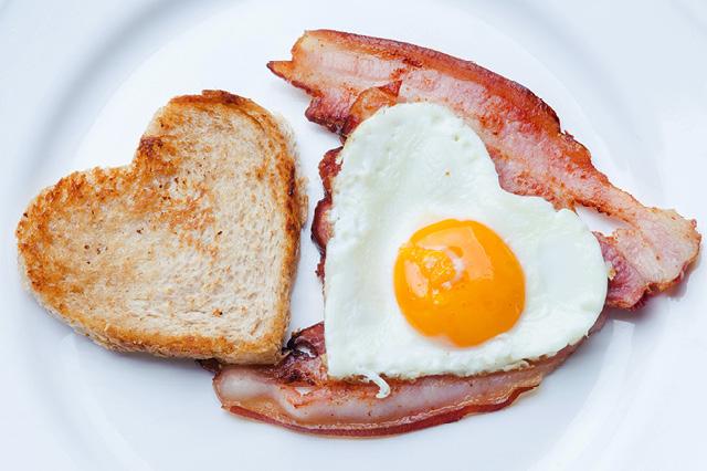 Bacon Egg-in-a-Heart
