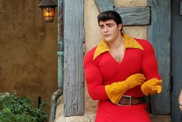 7 Tips on Theme Park Character Etiquette